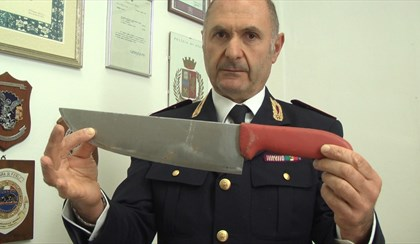 FORLÌ: Si ubriaca e distrugge mezza casa con un coltello, 56enne arrestato | VIDEO